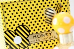ERIK ZWAGA GEURENGOEROE HONEY MARC JACOBS DETAIL